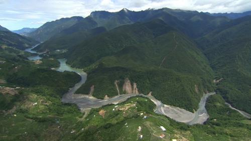 大甲溪流域位處台灣本島中西部,東界中央山脈,北和大安溪為鄰,南鄰烏溪,流域面積1235.73平方公里。