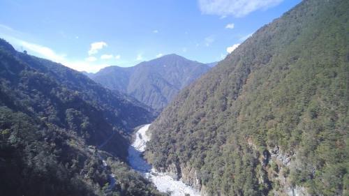 大甲溪流域位處台灣本島中西部,東界中央山脈,北和大安溪為鄰,南鄰烏溪,流域面積1235.73 平方公里。