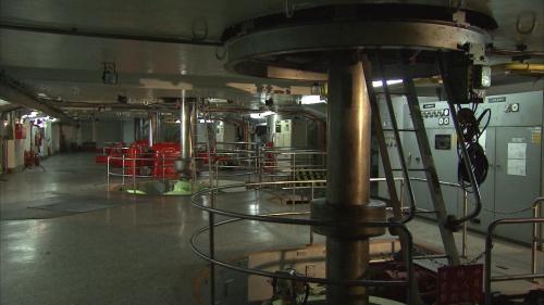 天輪電廠之廠房為地面式,裝置有四台豎軸法蘭西斯式水輪發電機,每部22,500瓩,合計裝置容量為90,000瓩。