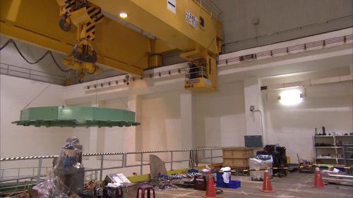 新天輪電廠屬地下式電廠,機組(五號)是豎軸法蘭西斯式水輪發電機組,裝置容量達105MW 。
