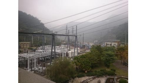 天輪電廠345KV開關場災後重建為體積更小的345KV GIS開關設備