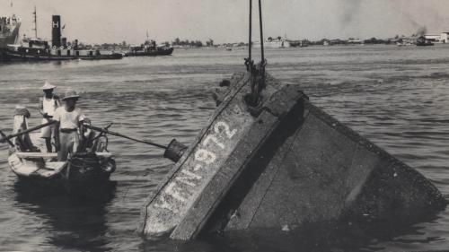 高雄港打撈沉船 1945年至1955年期間,高雄港務局不斷打撈港內沉船