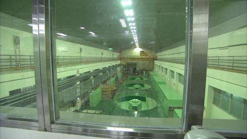 廠內裝置豎軸法蘭西斯式水輪發電機組四部,總裝置容量368MW。