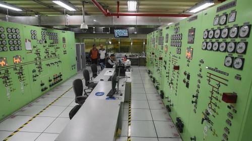 大甲溪流域青山電廠控制室