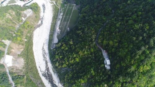 廠房通風豎井開挖直徑約 7 公尺,深達 240 公尺,為排放發電產生之熱氣至地表。