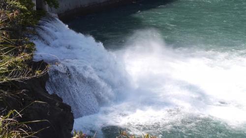 大甲溪青山電廠尾水出口,新尾水出口向下游延長2,093公尺到谷關壩左岸。