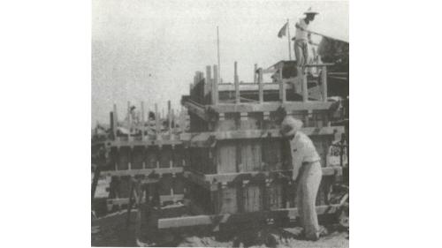 戰後高雄港修建:方塊岸壁預置方塊情形