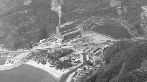 1960年1月24日一號機順利併聯發電,裝置容量7.5萬瓩,1961年12月 二號機工程亦順利完工、併聯發電,裝置容量為12.5萬瓩,兩部機組燃料皆為煤炭。