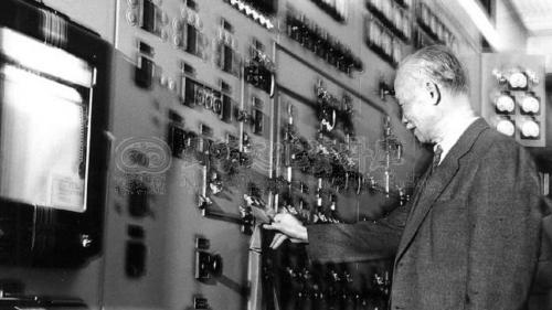 1960年1月24日 ,陳誠副總統親自蒞臨深澳發電廠,為一號機開動電鈕送電。