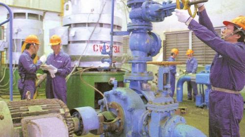 1979年則配合政府能源多元化政策, 再次將二、三號機組改回燒煤運轉。