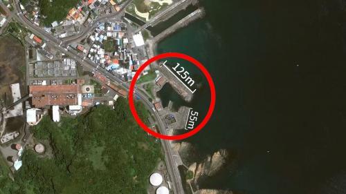 設立於廠區東側,兩側設有防坡堤,分別長為125公尺及55公尺