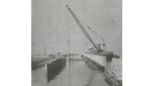 戰後高雄港修建:板椿岸壁吊放錨板及安裝接桿
