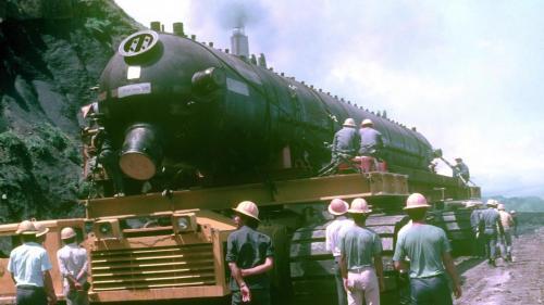 協協和電廠建廠機組設備經由沿海道路及自強隧道進行運送。