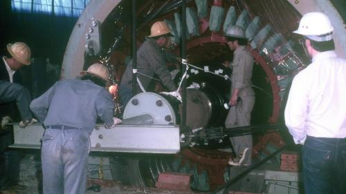 協和電廠協一機、協二機發電機轉子組裝舊照