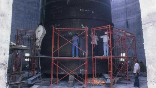 協和電廠煙囪都是採用先於地面挖掘、建設好基礎後,再向上以滑模工法逐段建造。