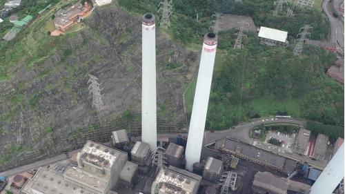 協和電廠協三、四機廠房及其旁修整過後的峭壁錐坡