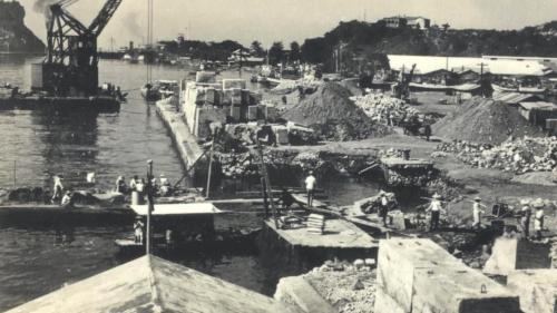 高雄港二戰後歷經十年的復舊整建:經過1945年到1955年十年的復舊整建,高雄港重上軌道,之後更展開一系列新一階段的建設,使高雄港躍升為國際港口