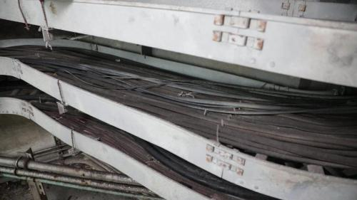 協和電廠於暗渠西側,另開挖一小型隧道以鋪設電纜線路、輸油管等管線。