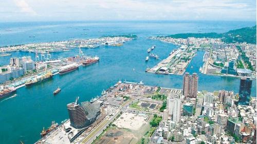 高雄港十二年擴建浚挖航道及抽沙填土
