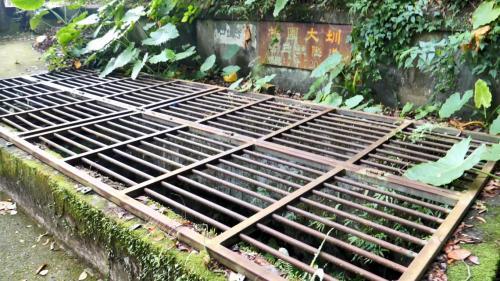 官設埤圳部分,導水路於1922年4月完工,導水路共20,467公尺〔其中隧道8段共長15,623公尺、開渠共長4,844公尺(包含水橋5段共長200公尺),至八德大湳地方出口。﹞