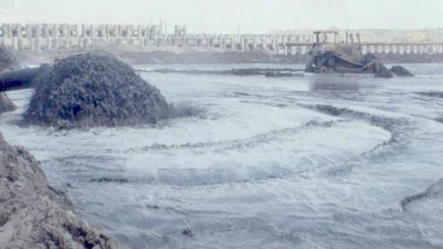 配合國家長期經濟發展、用電量激增,於1985年開始興建台中電廠,由榮工進行開天闢地的工作,亦即向大海爭地,自1985年3月正式開工,1987年6月完成造地。