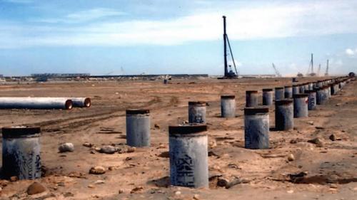 榮工處於1987年6月至8月期間,陸續進行地基加固、打設基樁。
