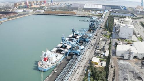碼頭長680公尺,寬37.5公尺,水深原為-13米,後浚深至-18米,可停泊12萬噸級煤輪兩艘。