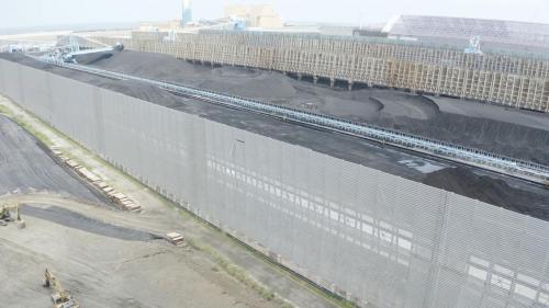 煤場長795公尺、寬745公尺,面積達68公頃,四周皆有防風柵網,高23公尺,可減低風速,防止揚塵。