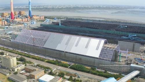 台中電廠新建中的室內煤倉俯瞰