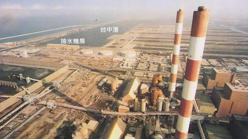 抽水機房位於廠區北側,分成三期建造完成,發電機組所使用的冷卻水水源取自台中港