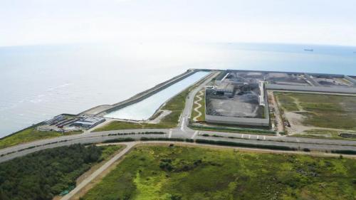 出水口位於廠區西側,建有排水圍堰及導流堤,長800公尺,冷卻機組後的溫海水會順著導流堤逐漸降溫,最後排入海中。