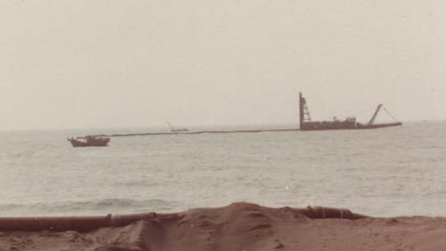 興達電廠建廠初期海上抽砂作業舊照