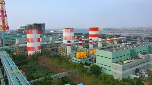 興達電廠共有燃氣複循環機組五部,陸續 於 1998 年 4 月至 1999 年 1 月完工運轉,裝置容量共計 220 萬瓩,發電燃料為天然氣。