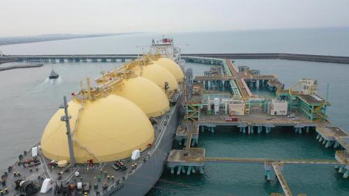 興達電廠的複循環機組所使用的天然氣,皆由電廠南方約5公里遠的永安液化天然氣接收站供應。
