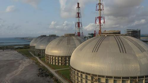 於2005年11月開始興建,2008年12月完成,每座直徑120M、高60M設計儲煤容量17.5萬噸的煤炭,但台電每座煤倉規劃堆放兩種煤種,於是扣除隔離空間及走道,每座煤倉大約就僅能儲存15萬噸。