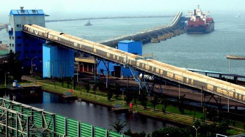 興達電廠早期的燃煤,是煤輪由高雄港111碼頭卸煤,進到大林電廠煤場後,再轉運從112碼用駁船送到興達電廠。