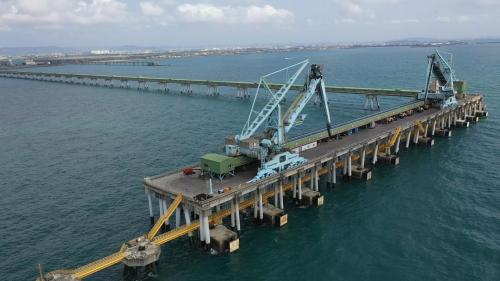 外海卸煤碼頭長310M,裝設有2部連續式卸煤機,連絡棧橋則長2190M,裝設有2條輸煤皮帶。