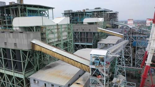 透過連續式卸煤機於煤輪內取出煤炭,到運送至室內煤倉存放,途中全程密閉,大大減低了煤塵逸散汙染。