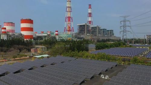 興達電廠旁之太陽能電場俯瞰