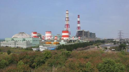 興達發電廠始建於1978年,啟用於1982年,總容量約為430萬瓩,為全台第三大之火力發電廠,僅次於台中電廠及大潭電廠。