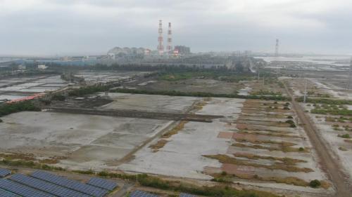 「興達電廠燃氣機組更新改建計畫」,預定在電廠東南側,合計約82.19公頃土地上,規劃設置總裝置容量390萬瓩之燃氣複循環機組。