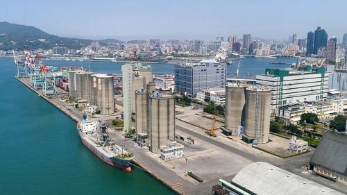 高雄港中島新商港四座萬噸級穀倉