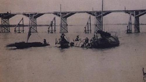 於1889年清末完成的第一代,連結三重至台北大稻埕碼頭。