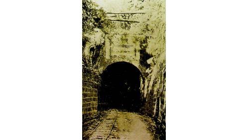 於1890年完工,全長235公尺,是基隆至台北唯一的隧道。
