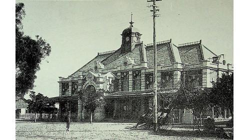 1891年完工,是清朝巡撫劉銘傳創建台灣鐵路的功績之一。當時的鐵道路線由臺北連接至新竹,當時稱為「新竹火車票房」。