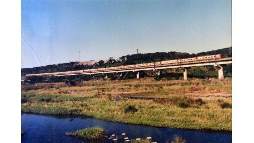 於1893年6月完工,位於台灣新竹縣竹北市北方,連接縱貫線新豐車站與竹北車站。
