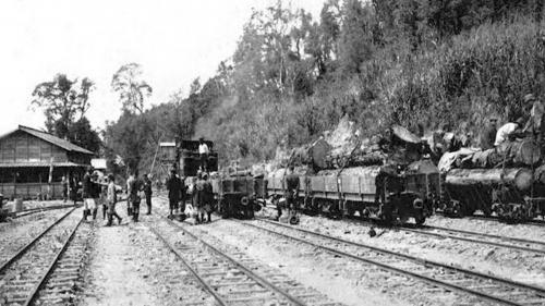日治時期阿里山森林鐵道奮起湖驛舊照