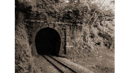 於1904年完成一號隧道,在歷經1935年大地震後,成了舊山線唯一保留建造紅磚的隧道。