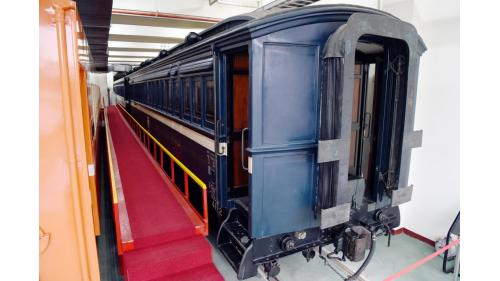 1904年,SA4102總督花車完工出廠,專供臺灣總督巡視之用,全長13.9公尺,最高車速為75km/hr ,其車體由柚木、檜木純手工打造,也是首輛裝載電力設備的客車。