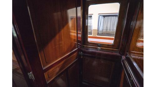 SA4102總督花車的三層式窗戶設計